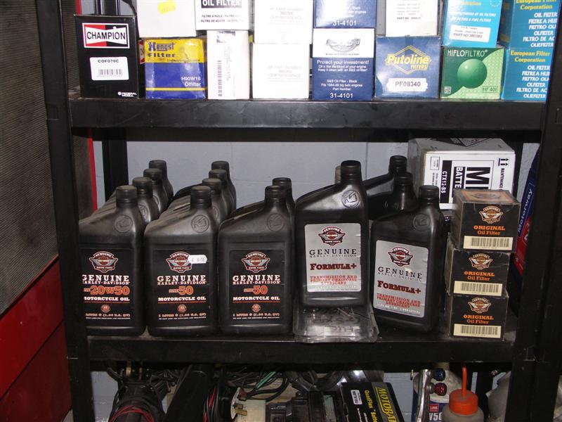 Only manufacturer's or specialist oils are used for servicing